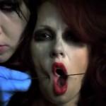 <!--:pt-->Marilyn Manson traz suspensão, agulhas e sangue em novo videoclip<!--:-->