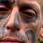 <!--:pt-->Programa da Record discute a tatuagem no globo ocular<!--:-->