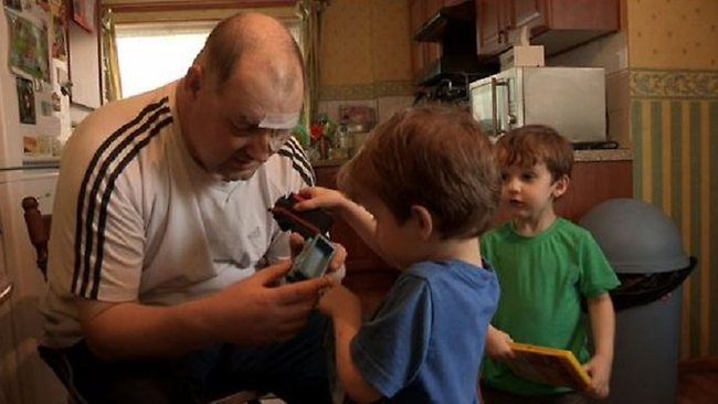 637301-blind-man-tooth-operation-ian-tibbetts