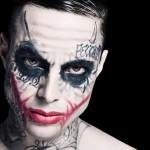 Why so serious? Suiço se tatua como o Coringa
