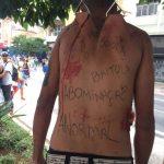 Suspensão corporal como protesto durante a Parada LGBT de São Paulo