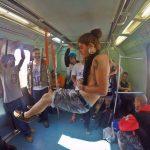 A crítica ao transporte público através da suspensão corporal