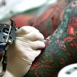 Código de Defesa do Consumidor garante que tatuagem deve ser reformada caso não satisfaça o consumidor