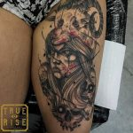 Estúdio de tatuagem recebe comentários ofensivos em fotografia de tatuagem e rebate de maneira exemplar