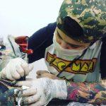 Doe ração e saia com uma tatuagem é a campanha de uma tatuadora do Paraná