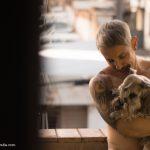 É sereno. Tatuagens, piercings e sensualidades nas fotografias de Guilherme Araújo