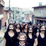 Intervenção urbana com estudantes de escola pública quebra os silêncios sobre as violências contra as mulheres