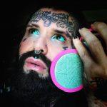 Pesquisa busca entender os efeitos do eyeball tattooing no Brasil
